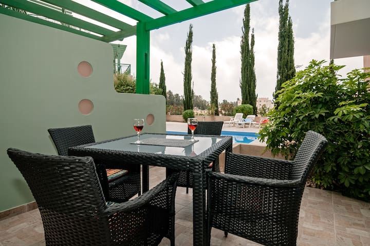 Nice and Luxury Holiday Apartment, Paphos Cyprus - Paphos - Apartment