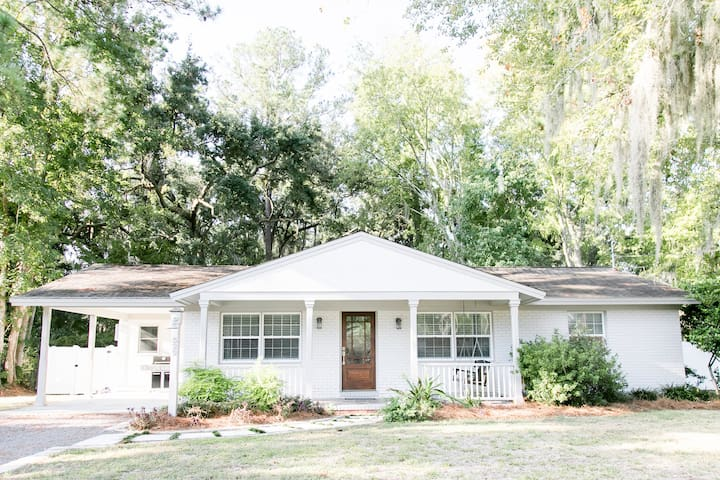 Sand Piper-Pet Friendly with fenced in yard.