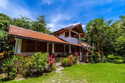 Krui Surf Camp/Hotel Pearla Alam Zandino