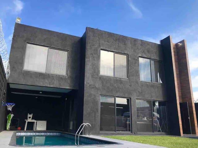 Hermosa Casa Moderna para Vacacionar en Yautepec