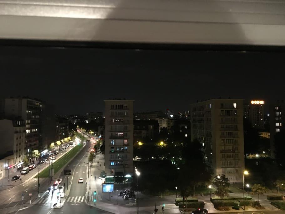 Jolie vue illuminée sans vis à vis avec petit balcon