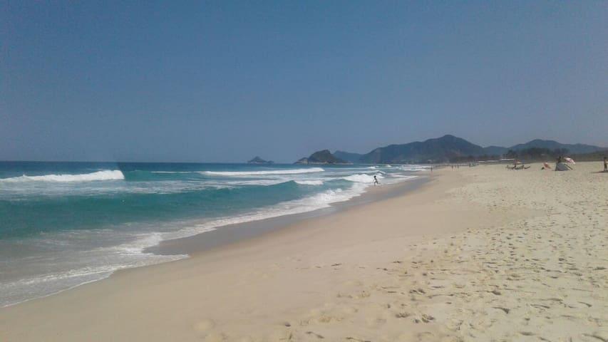 Praia da Reserva na Barra: 2 qts, piscina e WIFI
