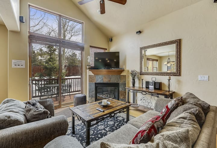 Near golf course, hot tub and grill, 5 min to dwtn