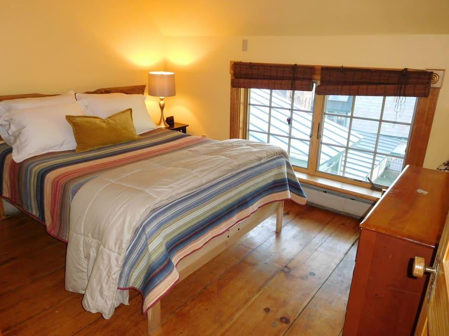 Downstairs bedroom, garden, mountain view