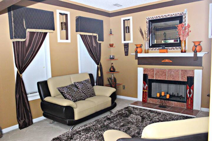 Easy Access to Airport, Perfect lounge home 10 PPL