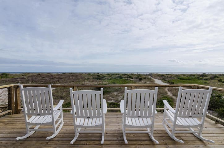 Spalt-Traditional oceanfront unit at the center of Wrightsville Beach