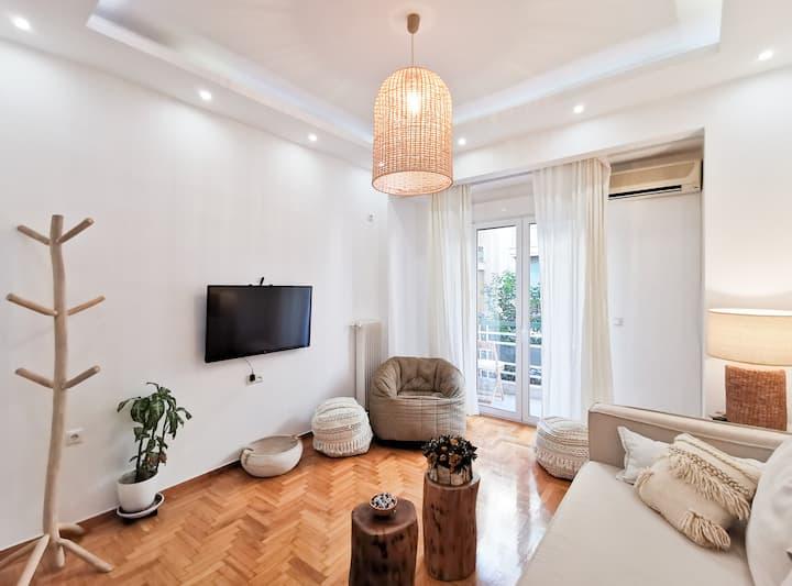 Luxurious apartment, next to Acropolis and metro
