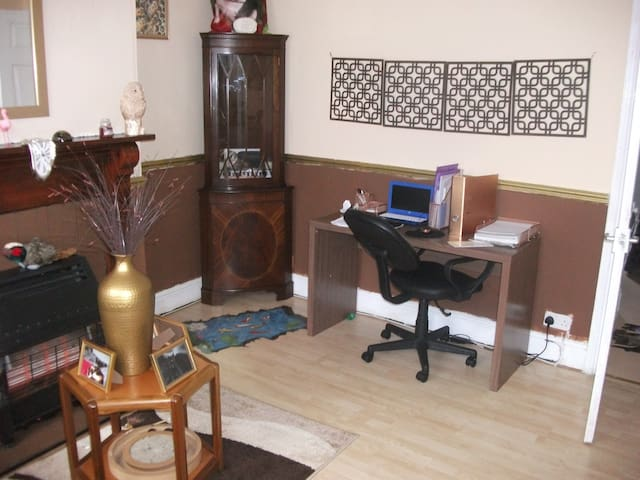 Cosy and quiet little house near town - Walsall - บ้าน