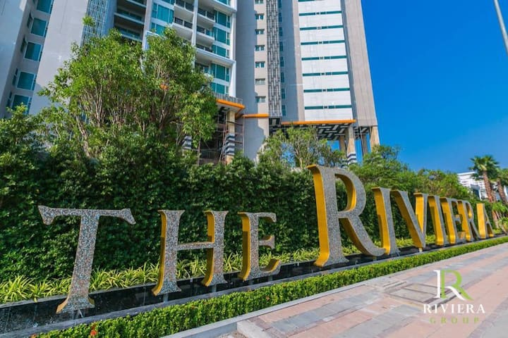 A luxury high-rise, 1 BR in the heart of Pattaya!