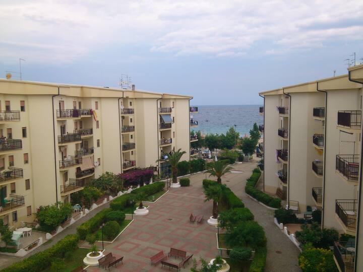 Calabria: accogliente appartamento fronte mare