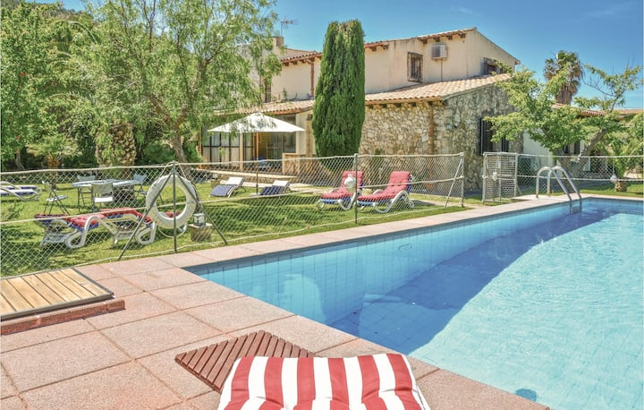 Stunning home in Puerto de Pollensa with WiFi and 4 Bedrooms