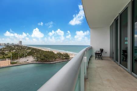 Stunning Partial Ocean View at The Ritz Carlton - Bal Harbour - Apartemen