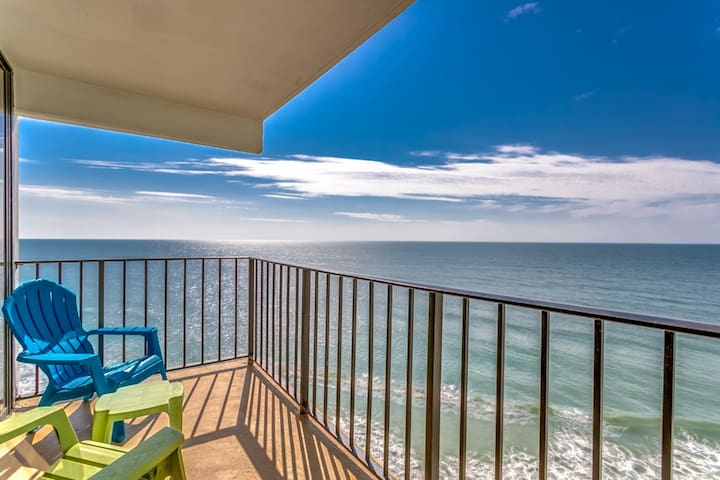 Oceanfront at Royal Gardens! 2 Bdrm Condo with FREE Water Park, Aquarium, Golf & More Every Day! 910