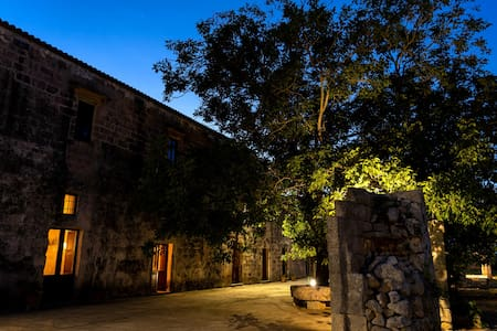 Casino De Viti, historic home with pool and Wifi