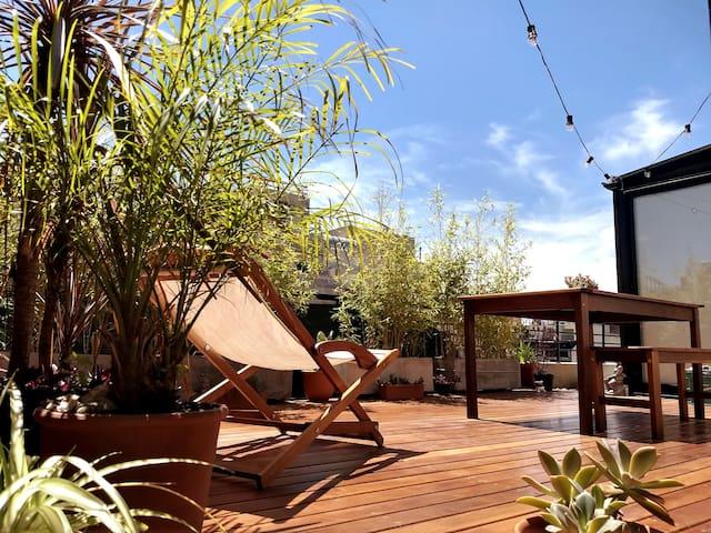 ===== Sunny Penthouse & Private Terrace =====