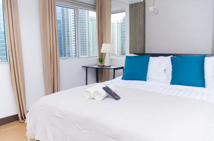 Exquisite Duplex Apartment-BGC & Fast WIFI @Indigo