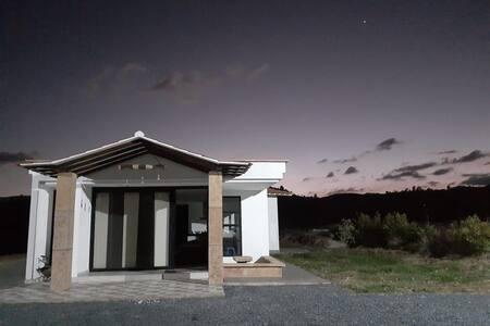 Hermosa cabaña de descanso cerca a villa de leiva