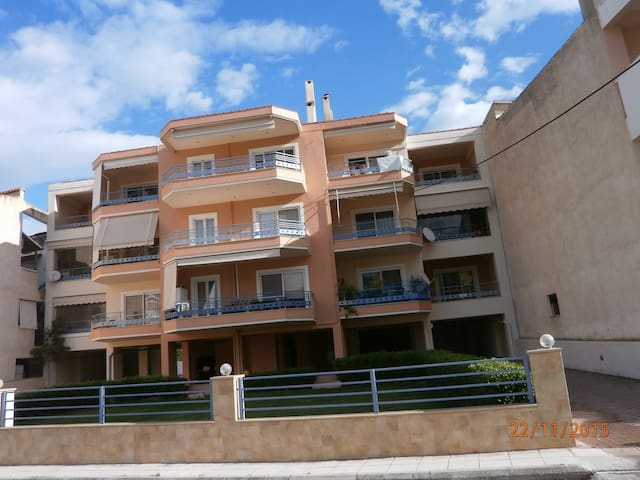 Διαμέρισμα 50 μέτρα από τη θάλασσα - Akrata - Wohnung