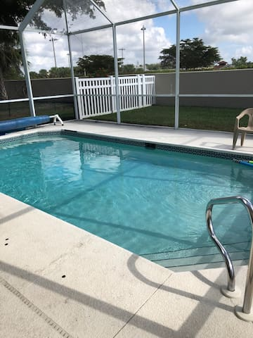 Beautiful pool home in sunny Ft Myers, Florida