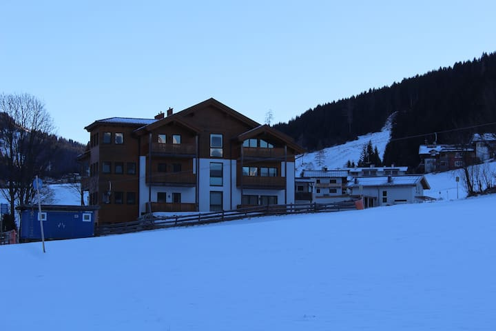 Ski-in Ski-out Apartment in idyllic setting