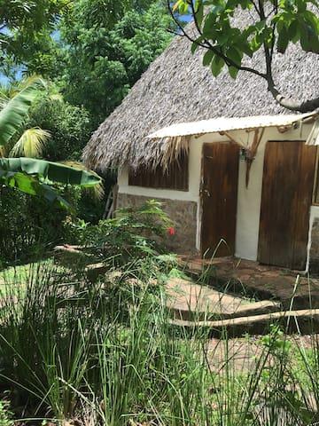 Nice Hut. El Zopilote permaculture farm/hostel - El Madroñal - Bangalô