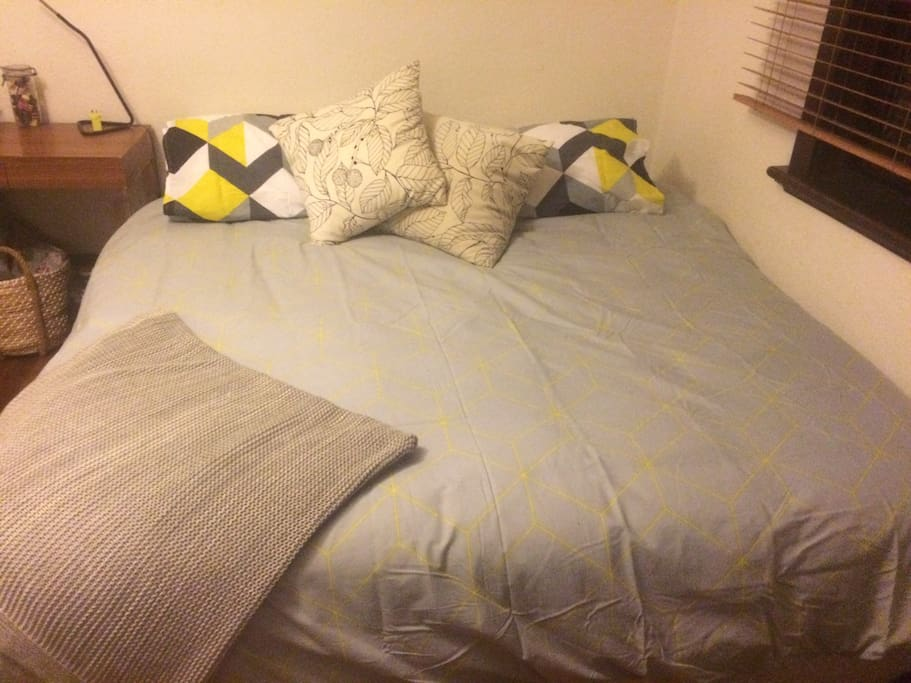 King size bed, super comfy! Electric blanket available in winter