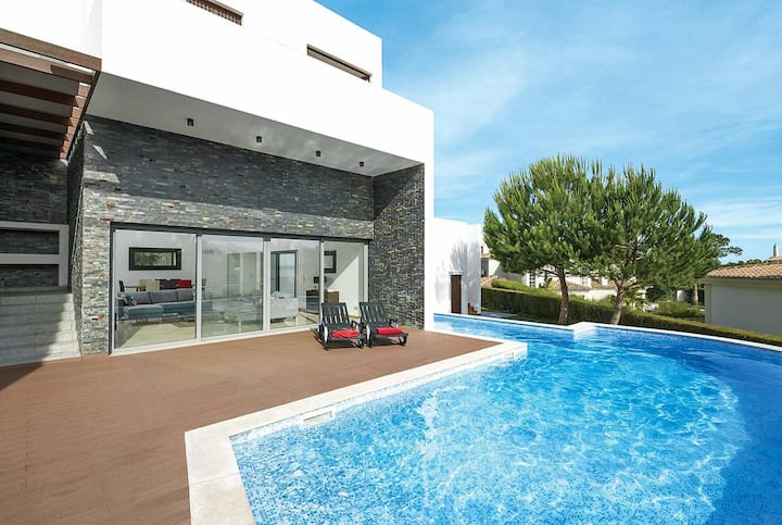 Luxury moden villa with hot tub, sauna and pool