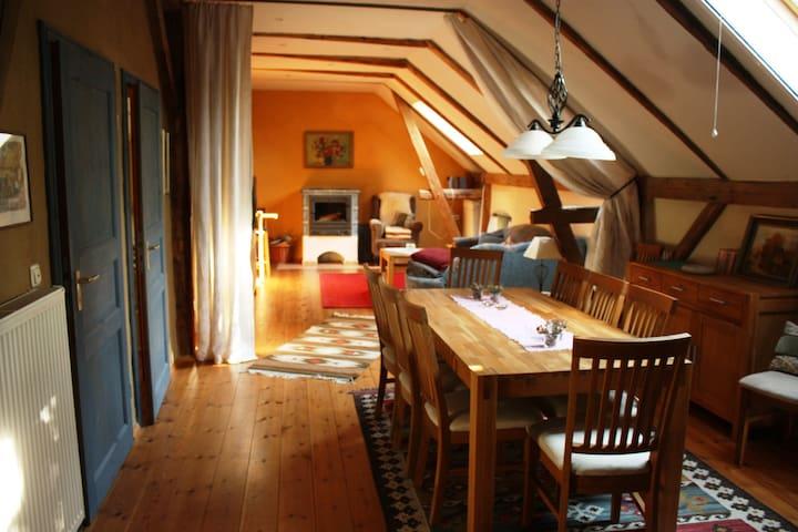 Ländlich idyllische Kutscherwohnung an der Elbe - Zeithain - Appartamento