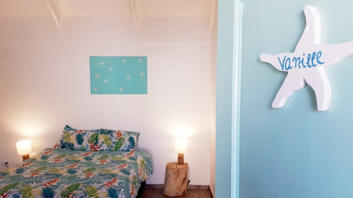 CHEZ HIVA : VANILLE 5 -Town & Beach (2-3p)SERNATUR