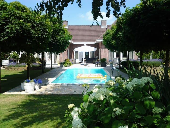 luxe villa met privé zwembad en jacuzzi