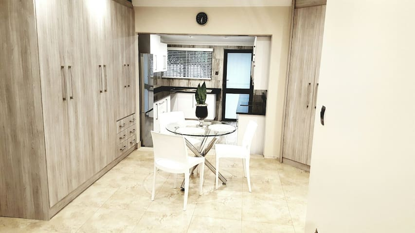 Cosy, Upmarket, Self Catering Pad - Roodepoort - House