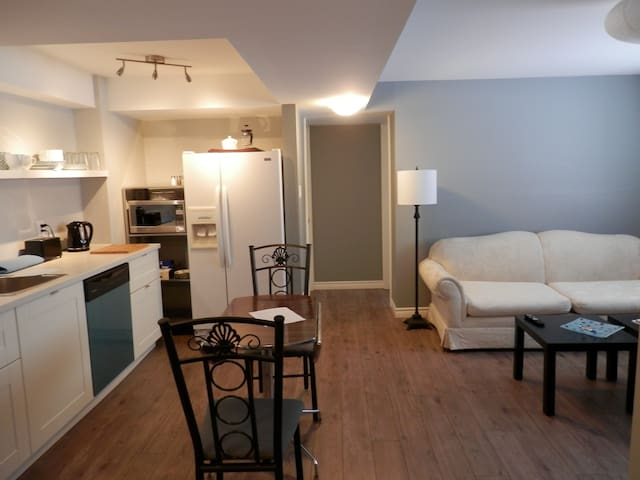 Bright New Ground Floor Apartment-Week/Month Stays - Ottawa - Apartment