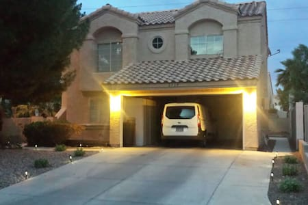 3 bed in quiet neighborhood - Las Vegas