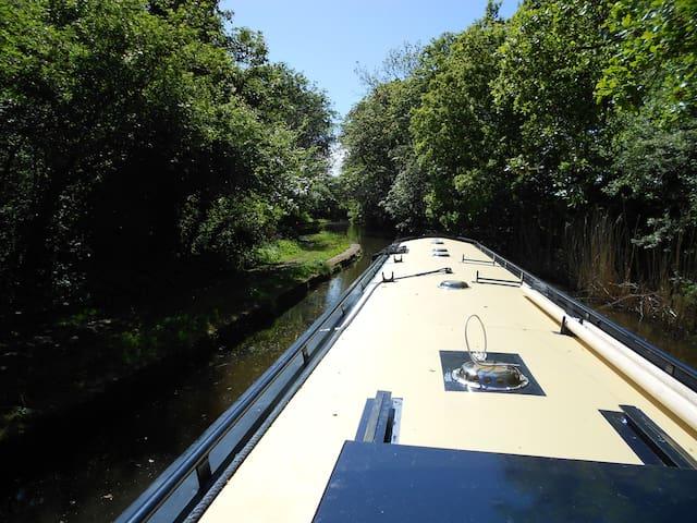 Floating Holidays, Narrowboat Sophia, Sleeps 4