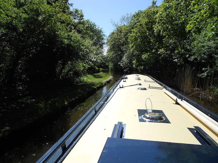 Floating Holidays, Narrowboat Sophia, Sleeps 4