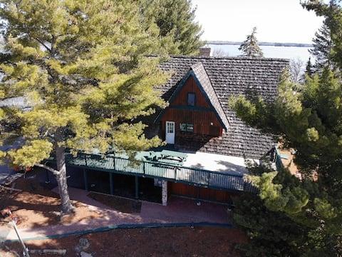 'The Executive Cabin' at  Totem Lodge (LOTW)