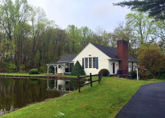 Country Home with pond and views - Boonton Township - Talo
