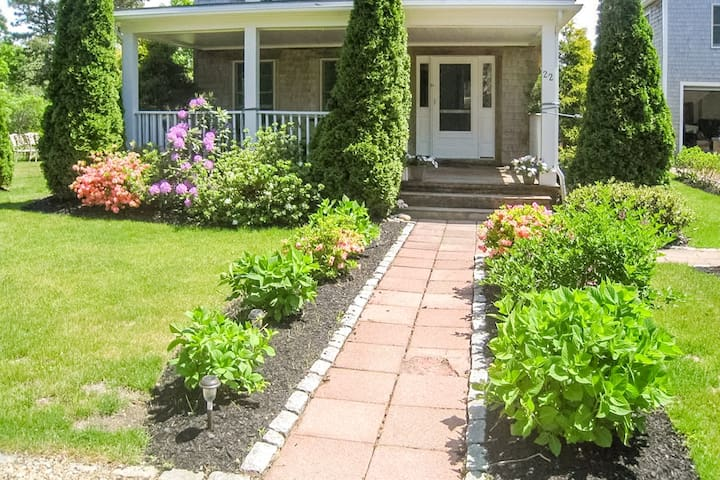 Gorgeous home with outdoor deck, patio - close to town and beach!