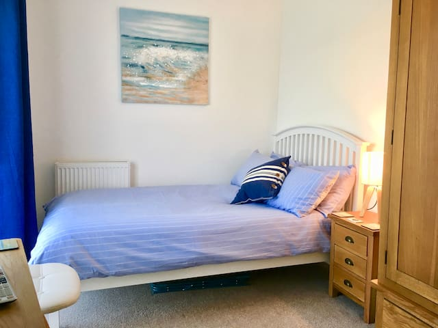 Walney £110/wk with TV, Garden View & Decking