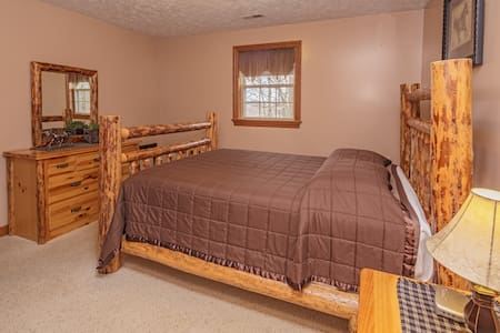 Log Cabin Suite B