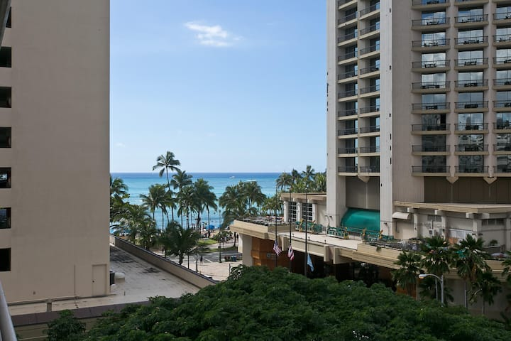 Ocean View, Half Block To Beach, Modern Waikiki  B