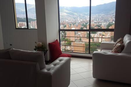 Medellín desde las alturas con toda la comodidad