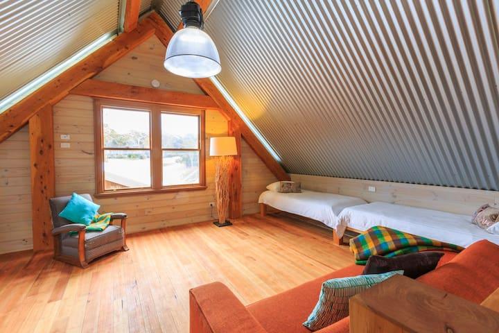 Loft (sleeps four guests)