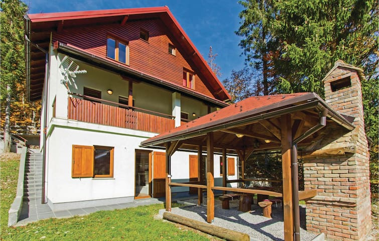 Semi-Detached with 2 bedrooms on 87m² in Brestova Draga