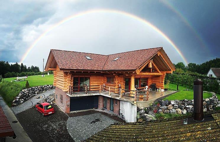 Moderne Blockhauseinliegerwohnung auf Biobauernhof