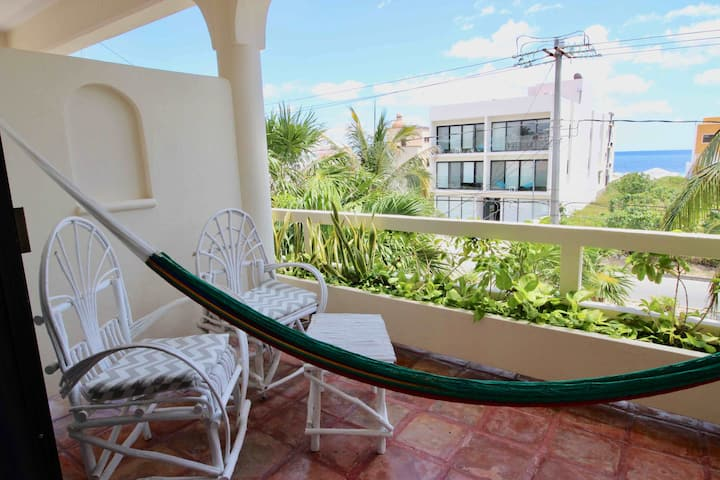Private room: steps from PUERTO MORELOS beach