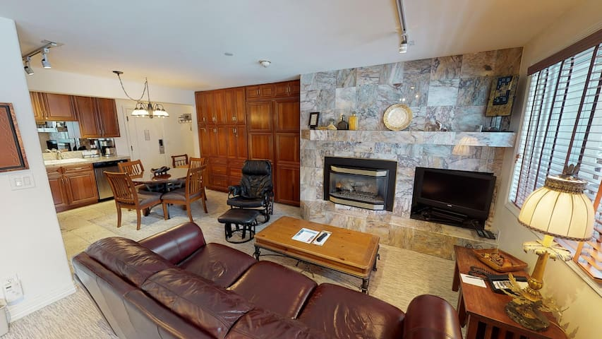 Vail Studio with Washer/Dryer & Whirlpool Tub!