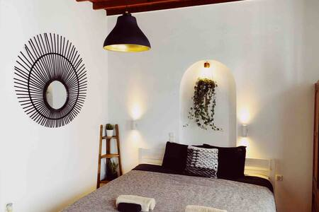 ONYX STUDIO • Old Port Mykonos Town