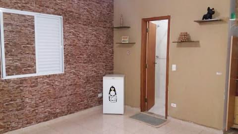 Quarto Confortável banheiro privativo Casa Santos