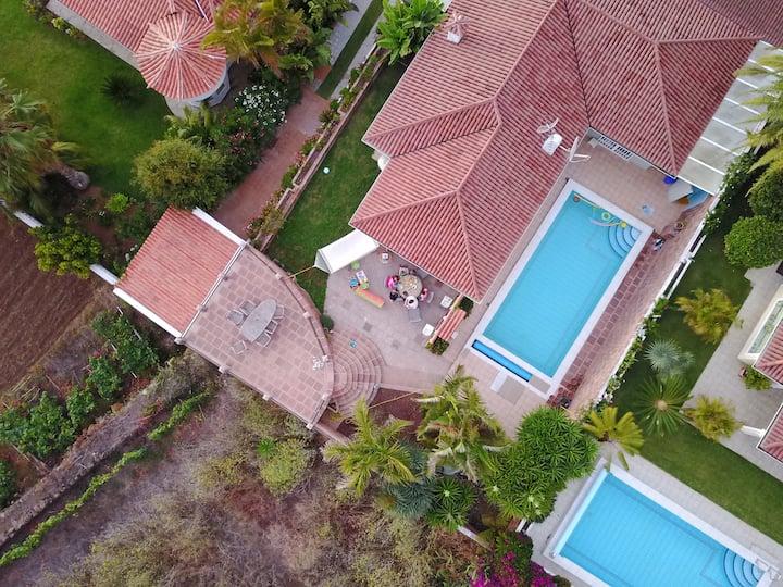 """Caviar Hill """"almost"""" alone villa with pool & finca"""